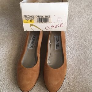 Connie suede Carmel low heel shoe size 9